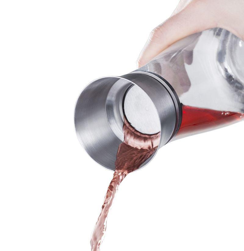 Glaskaraffe mit Edelstahl-Ausgießer